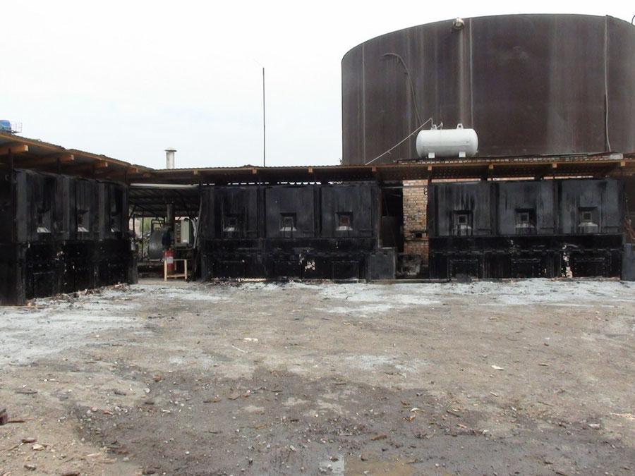 Комплекс по плавлению фасованного битума из четырех установок ПЛС-31. Производительность комплекса - 100 тонн битума за 12 часов.